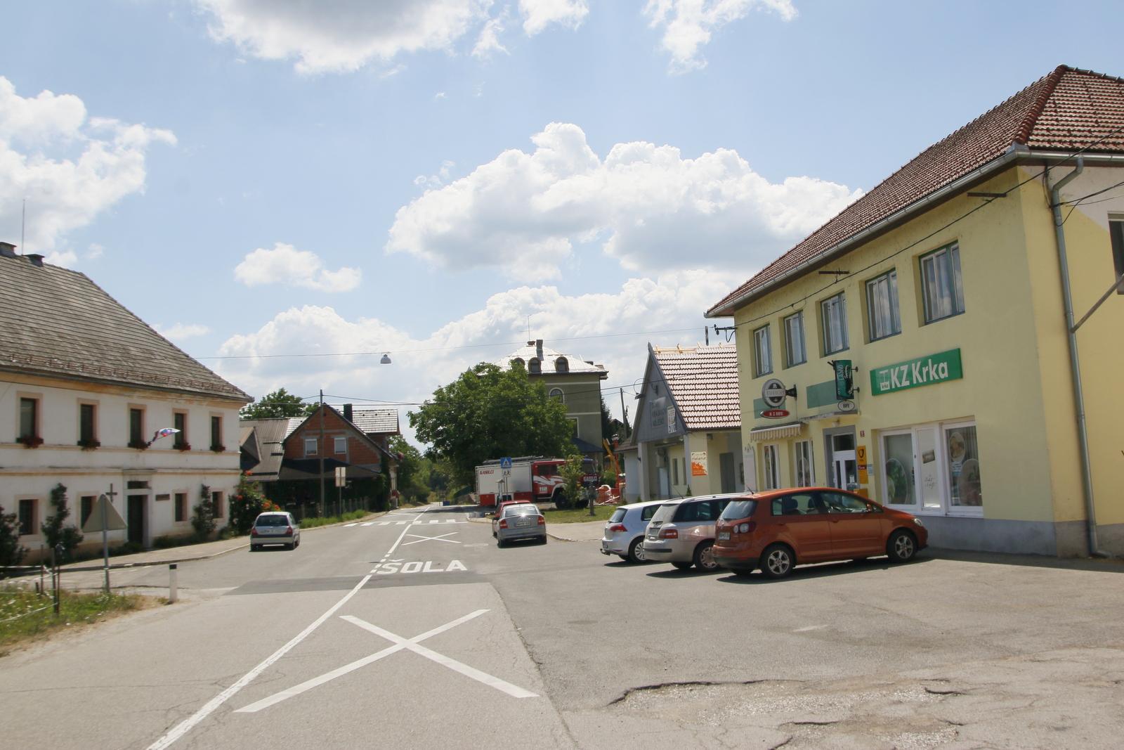 Adlešiči, središče vasi