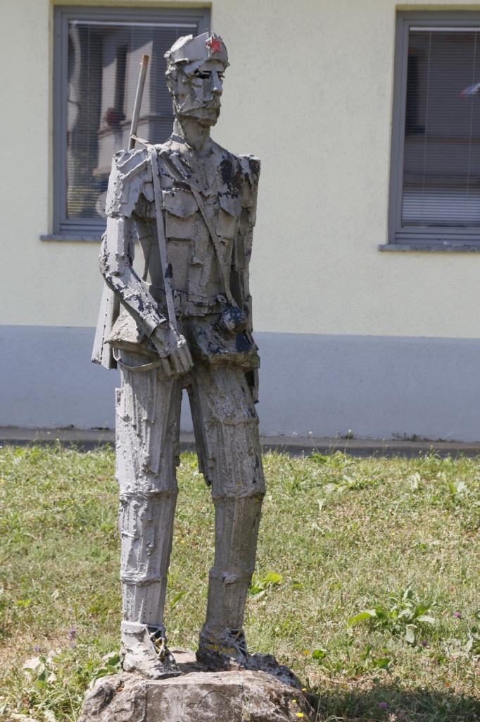 Adlešiči, spomenik vojaku