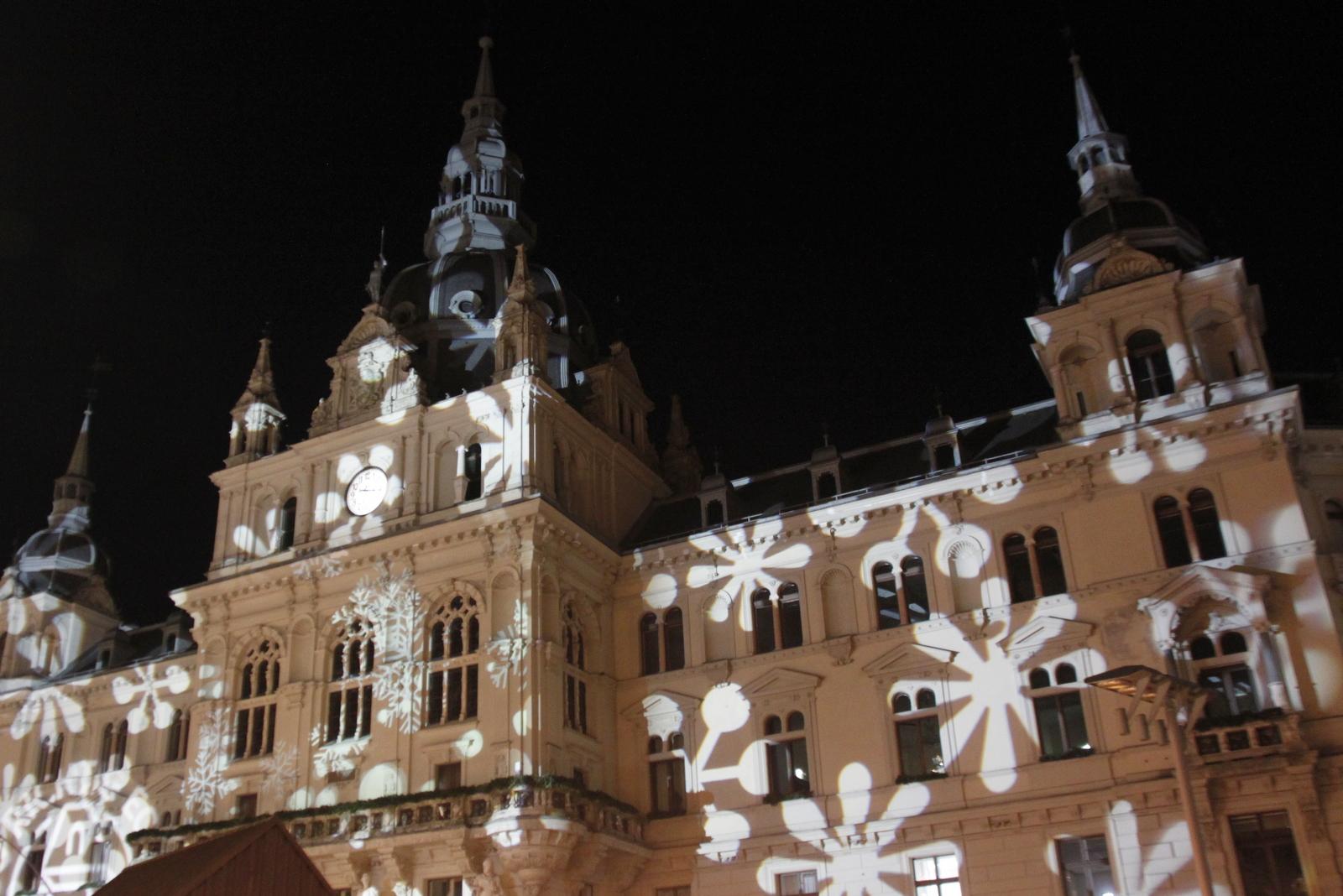 Graz, praznično okrašena mestna hiša