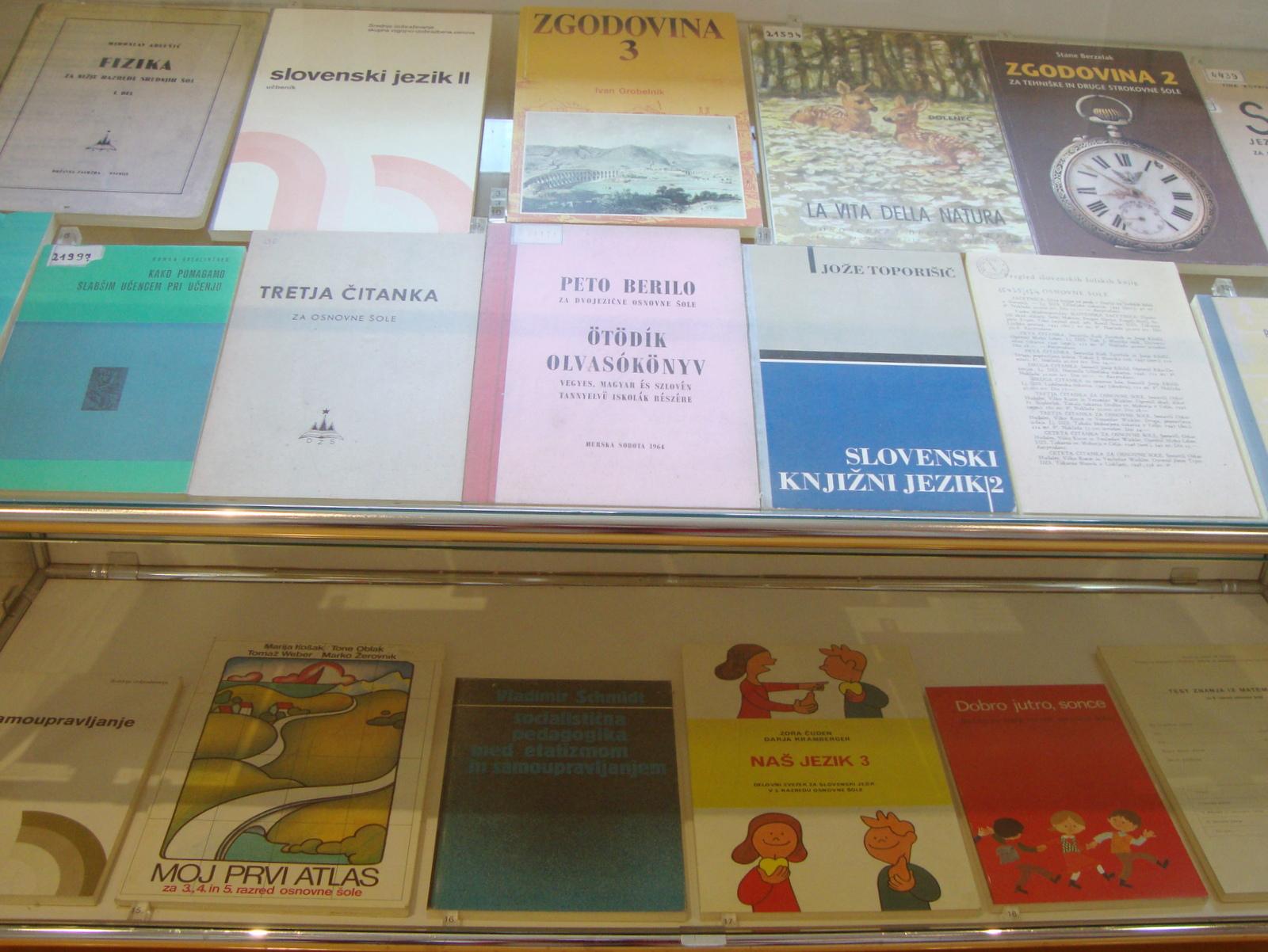 Šolski muzej učbeniki nekoč