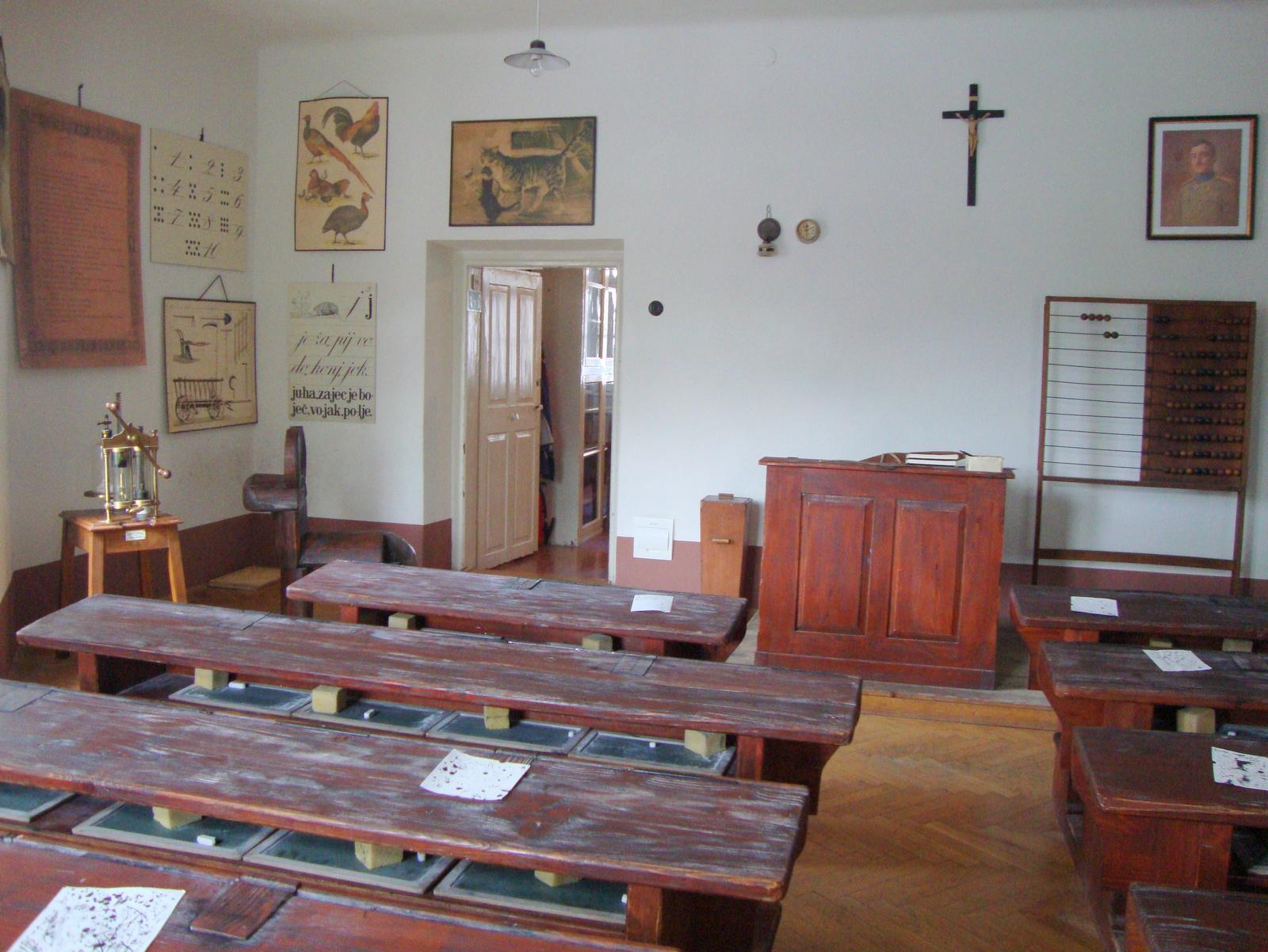 Šolski muzej učilnica nekoč