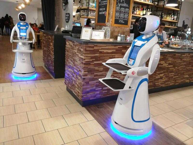 Budimpešta kavarna z roboti