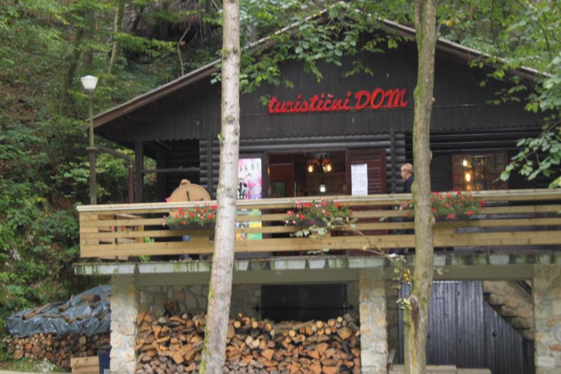 Jama Pekel Turistični dom