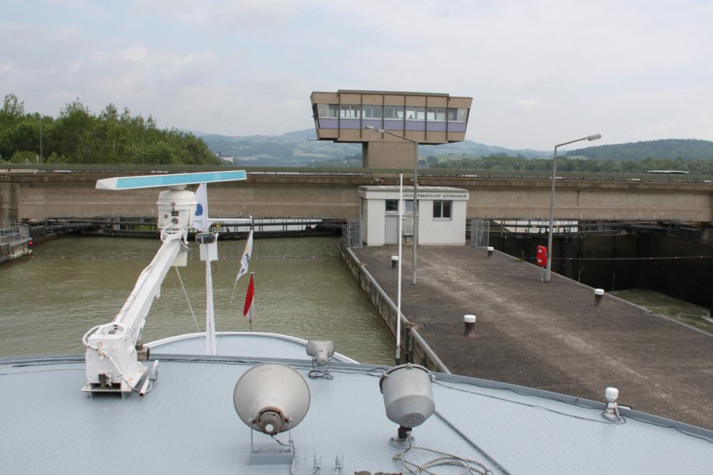 Spuščanje in dvig ladje preko zapornic