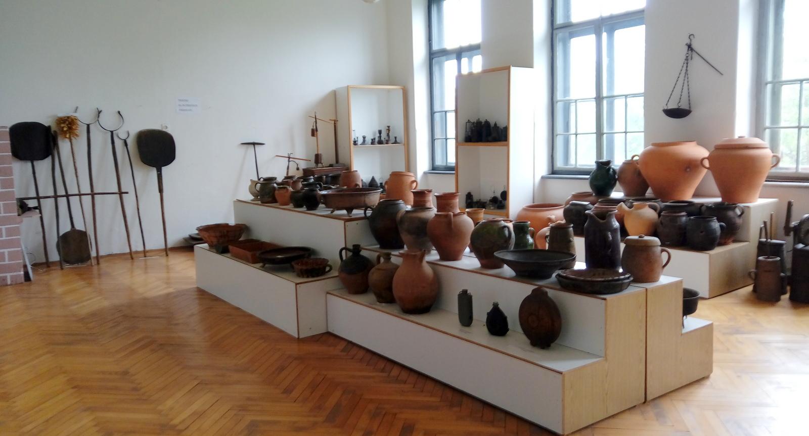 Obsežna zbirka lončenih izdelkov