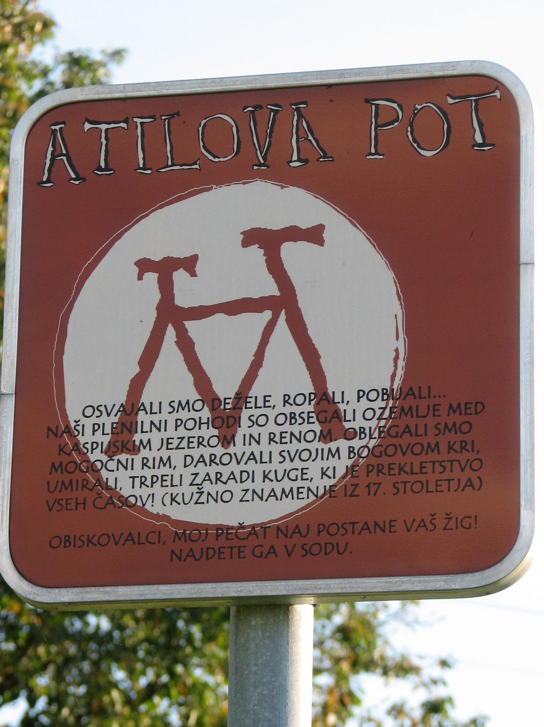 Oznaka Atilove sprehajalne poti.