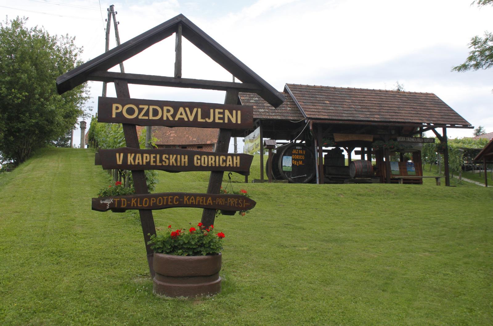 Pozdravljeni v Kapelskih goricah z mini muzejem vinogradništva na prostem