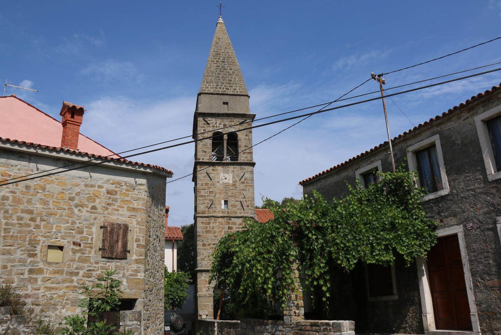 Cerkev sv. Blaža v Padni.