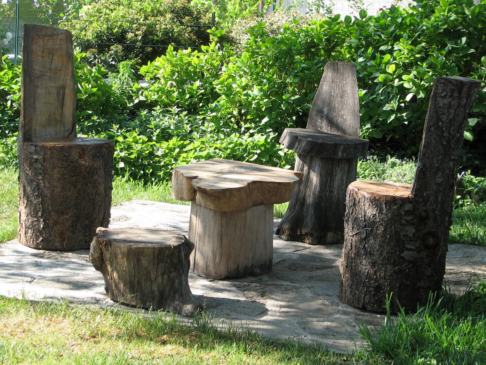 Lesena miza in stoli