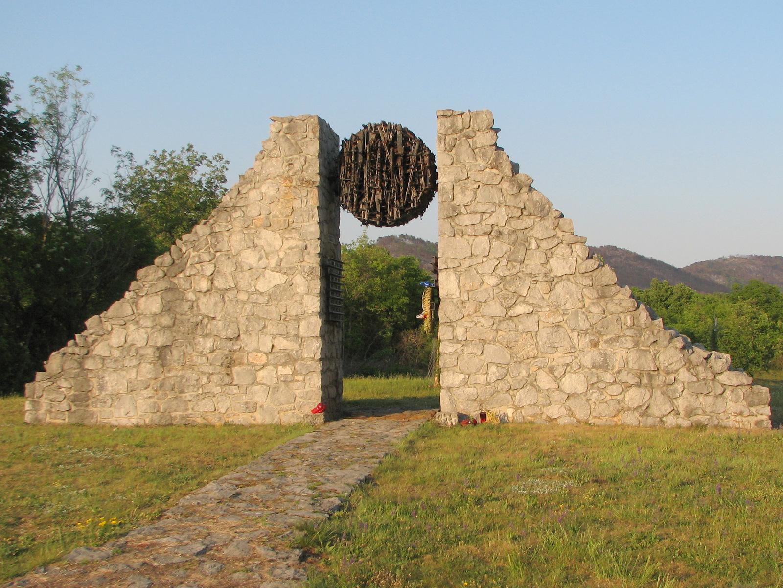 Na Krasu je veliko vojaških pokopališč in spomenikov