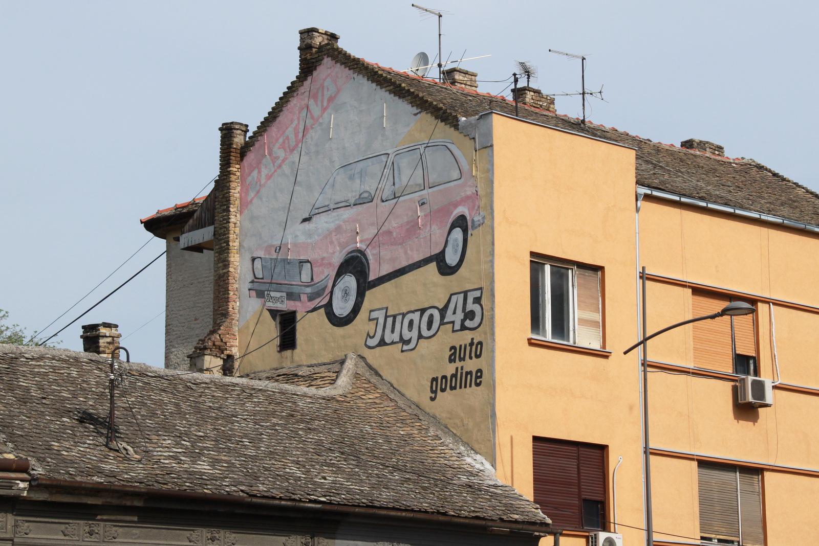 Legendarni Jugo45, poslikava na fasadi hiše
