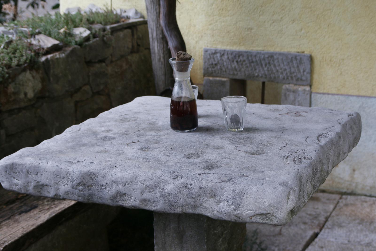Kamnita miza