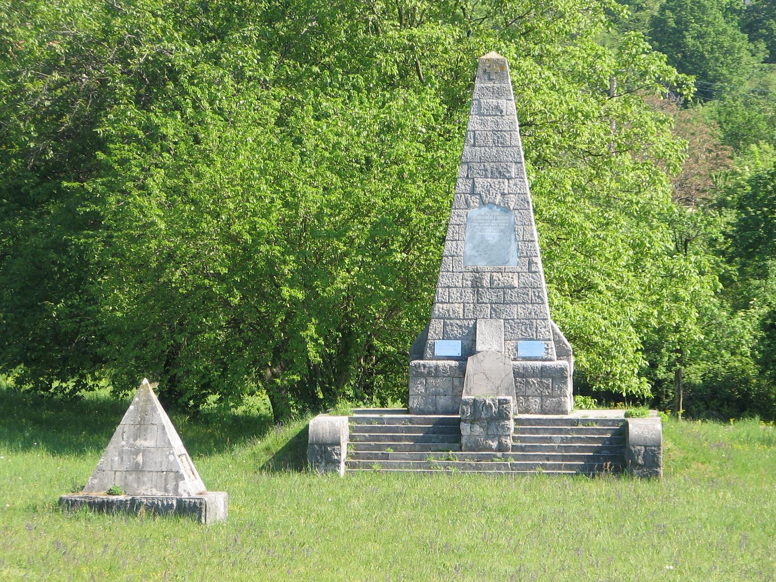 Vojaško pokopališče in spomenik