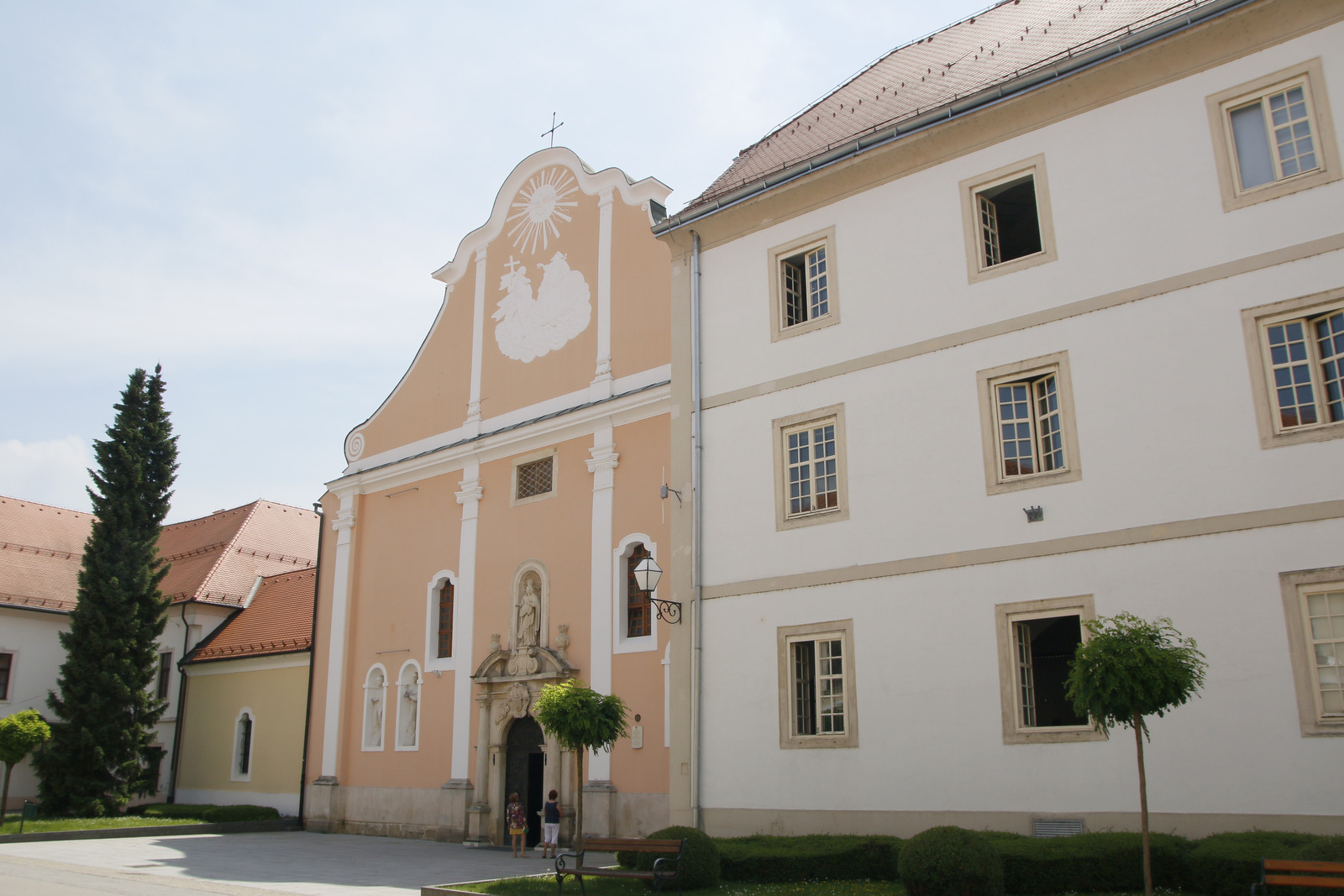 V mestu je več cerkva, Varaždin