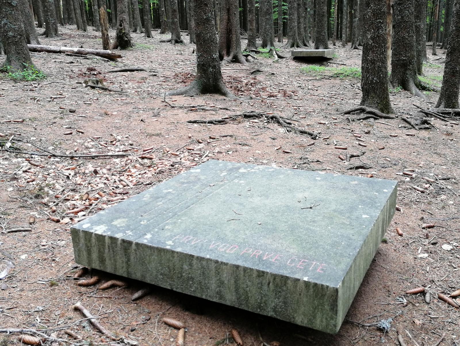 Spomenik Trije žeblji, Osankarica