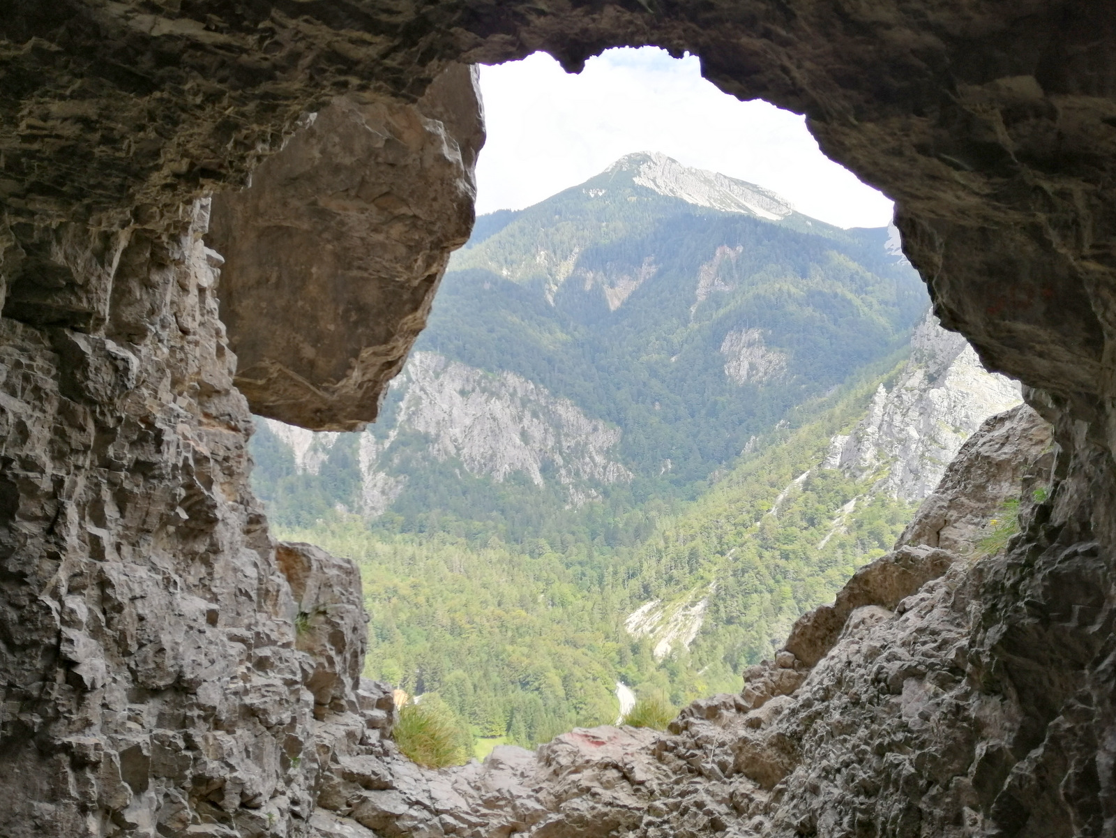 Begunjščica, Bornova pot, naravno okno