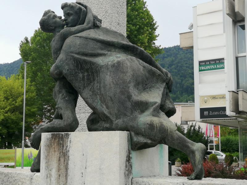 Kip na kočevskem glavnem trgu