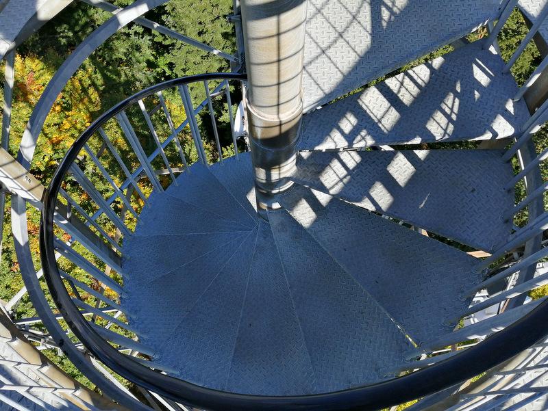 Pot na razgledni stolp na Stolpniku