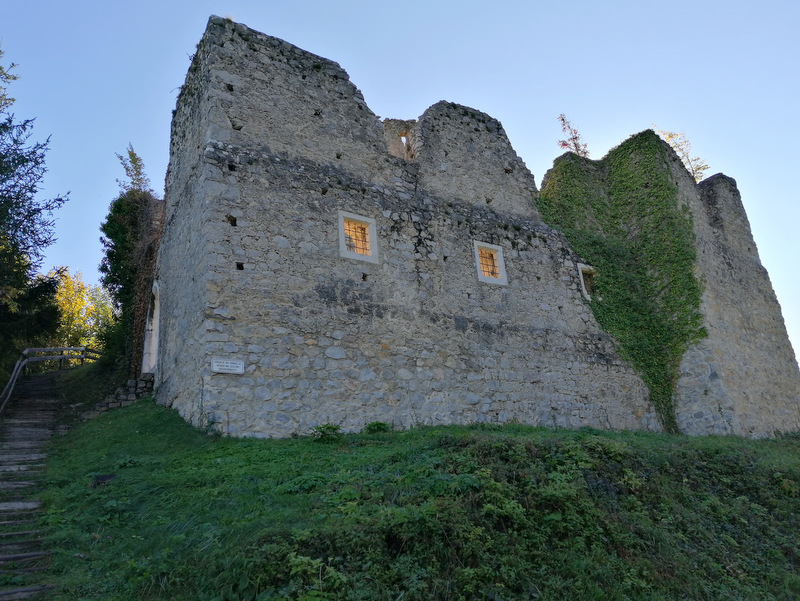 Kar je ostalo od starega gradu Konjice